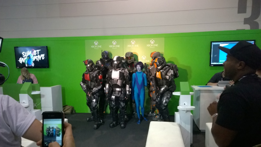 Halo cosplay in abundance.