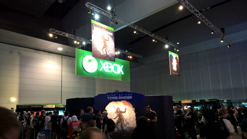Despite the PlayStation presence, Xbox was still there pushing its own games.